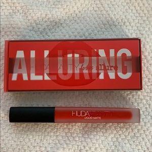 NWT Huda Beauty liquid matte in alluring